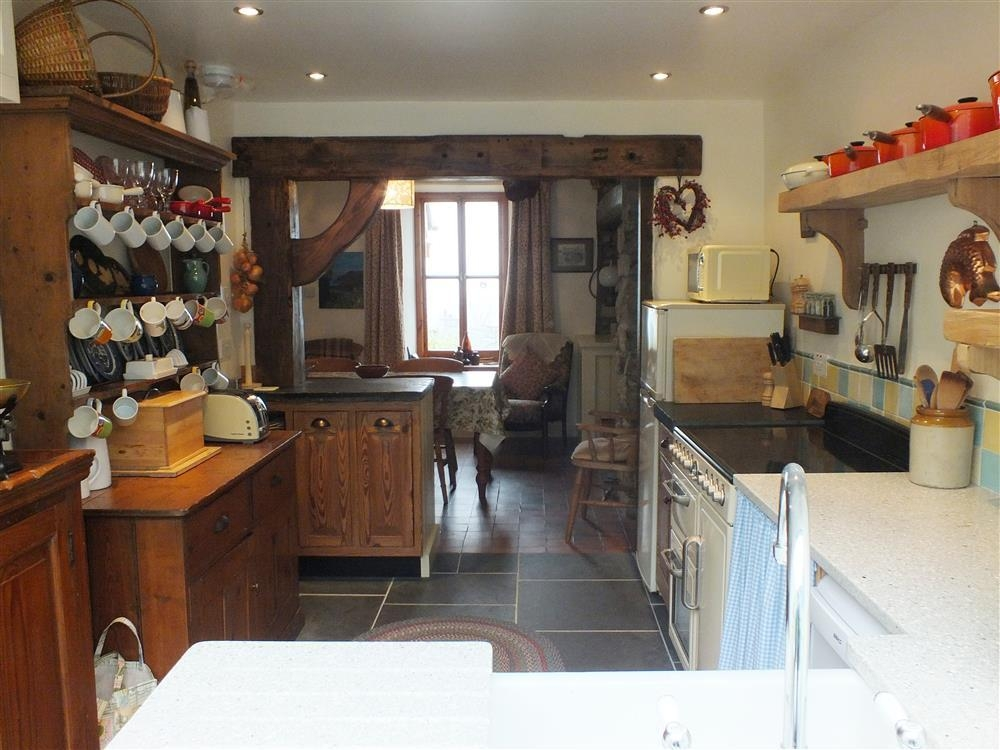 Photograph of 2103-2-kitchen