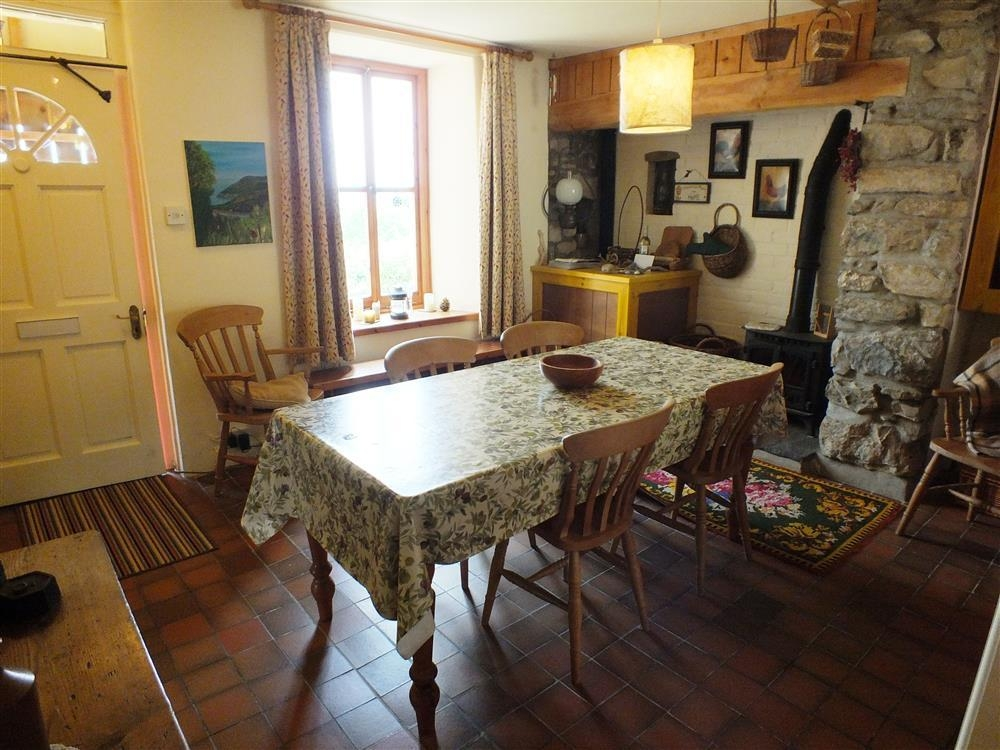 Photograph of 2103-4-dining-room