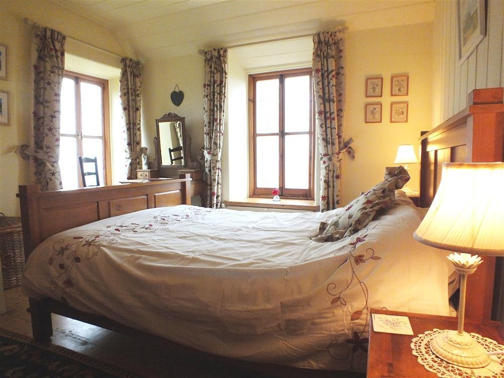 Photograph of 2103-5-master-bedroom