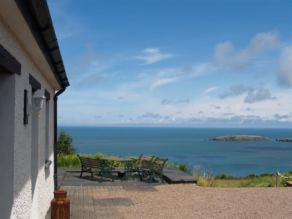 Sea View Cottage - Poppit Sands - Cardigan Bay - Sleeps 4 - Ref 816