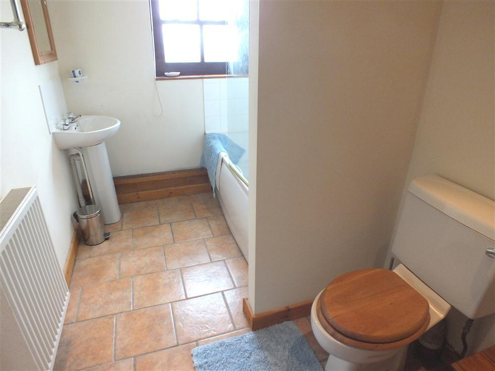 Photograph of 815-6-Bathroom