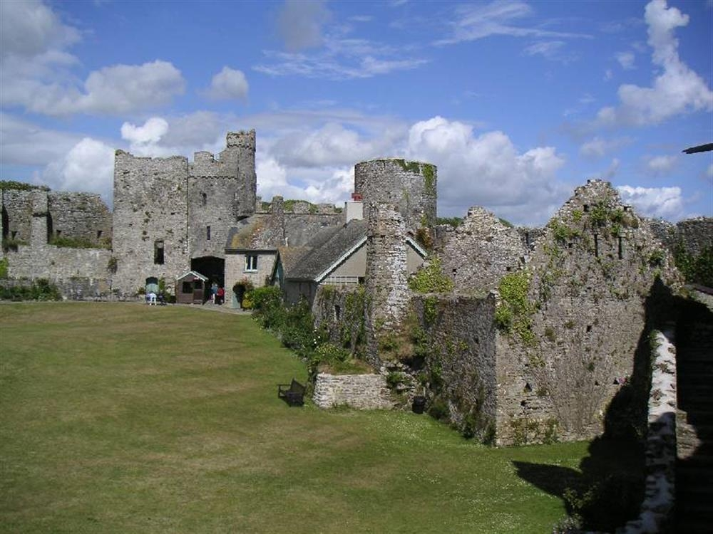 Photograph of 2084-extra2 Manorbier Castle