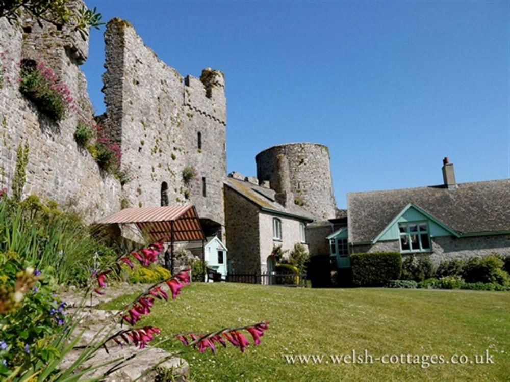 Photograph of 2084-extra Manorbier Castle