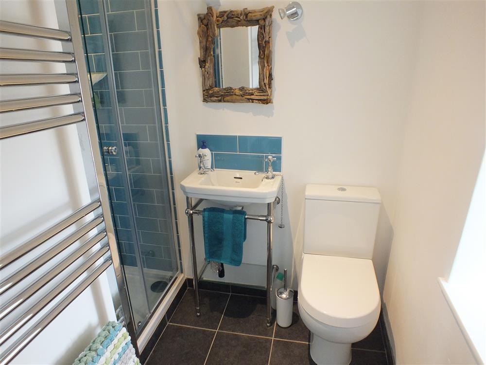 2181-6-En-suite shower