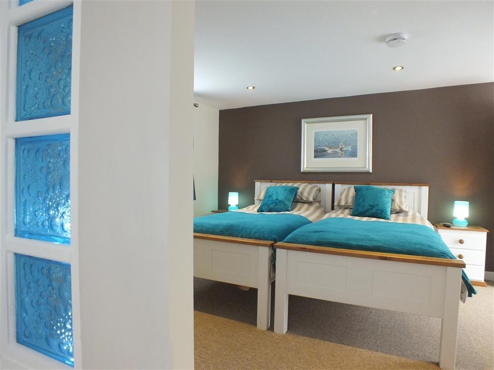 Photograph of 2174-7-twin bedroom