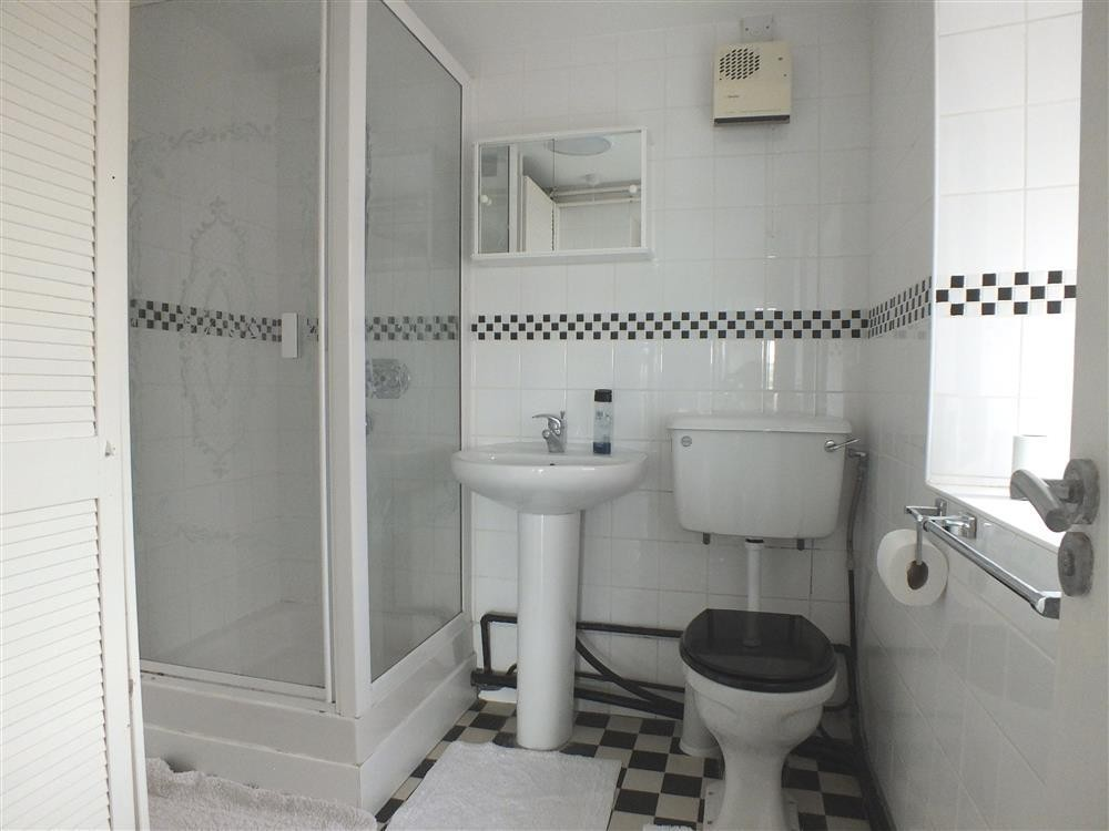 234-7-downstairs shower room