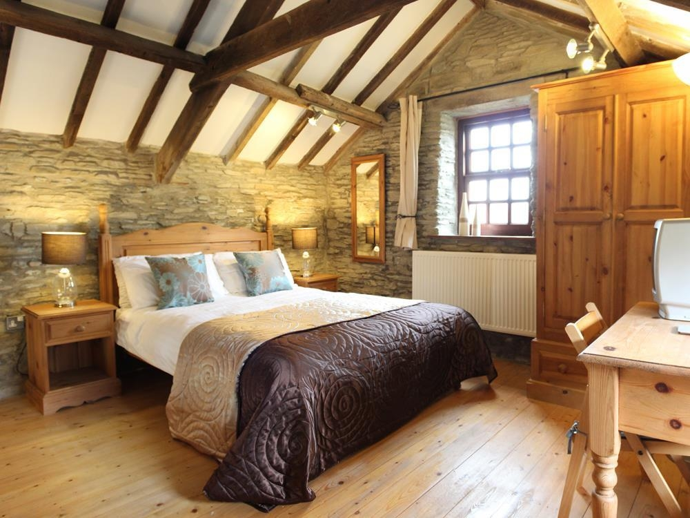 Granary with Gallery Bedroom - Nr Laugharne - Sleeps 2 - Ref 706