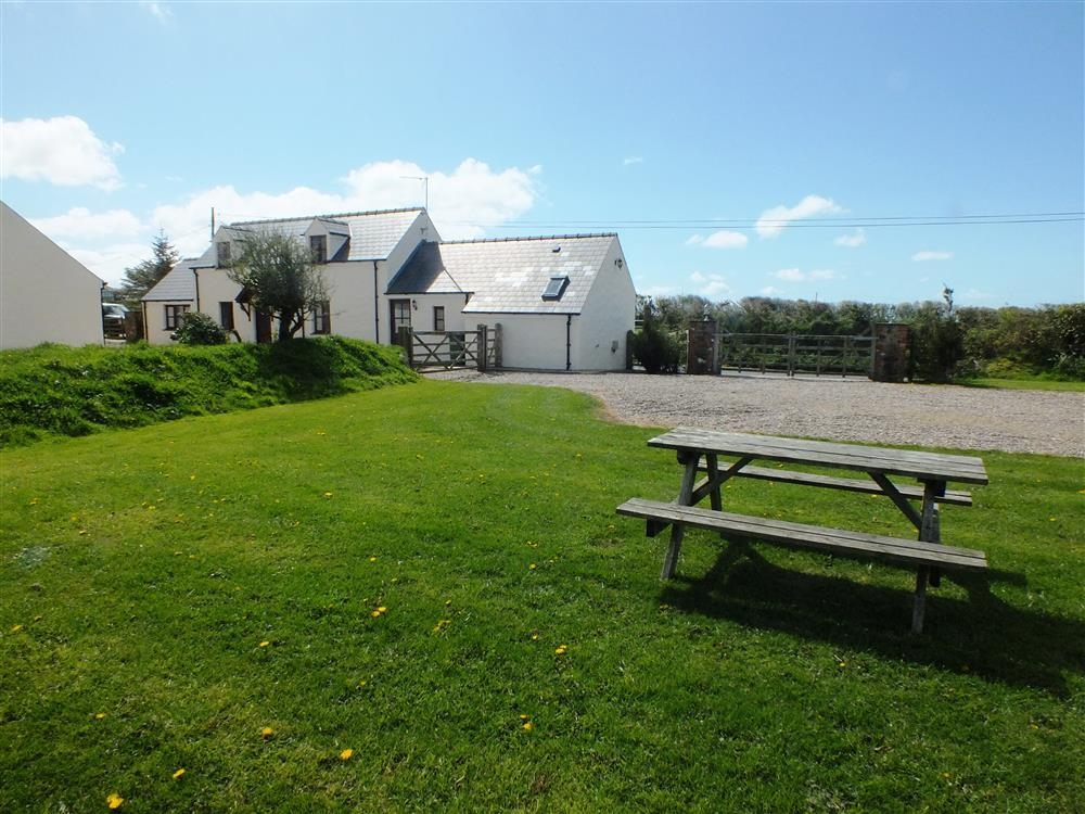 Barn Conversion - Penycwm - near Solva & Newgale - Sleeps 6 - Ref 956