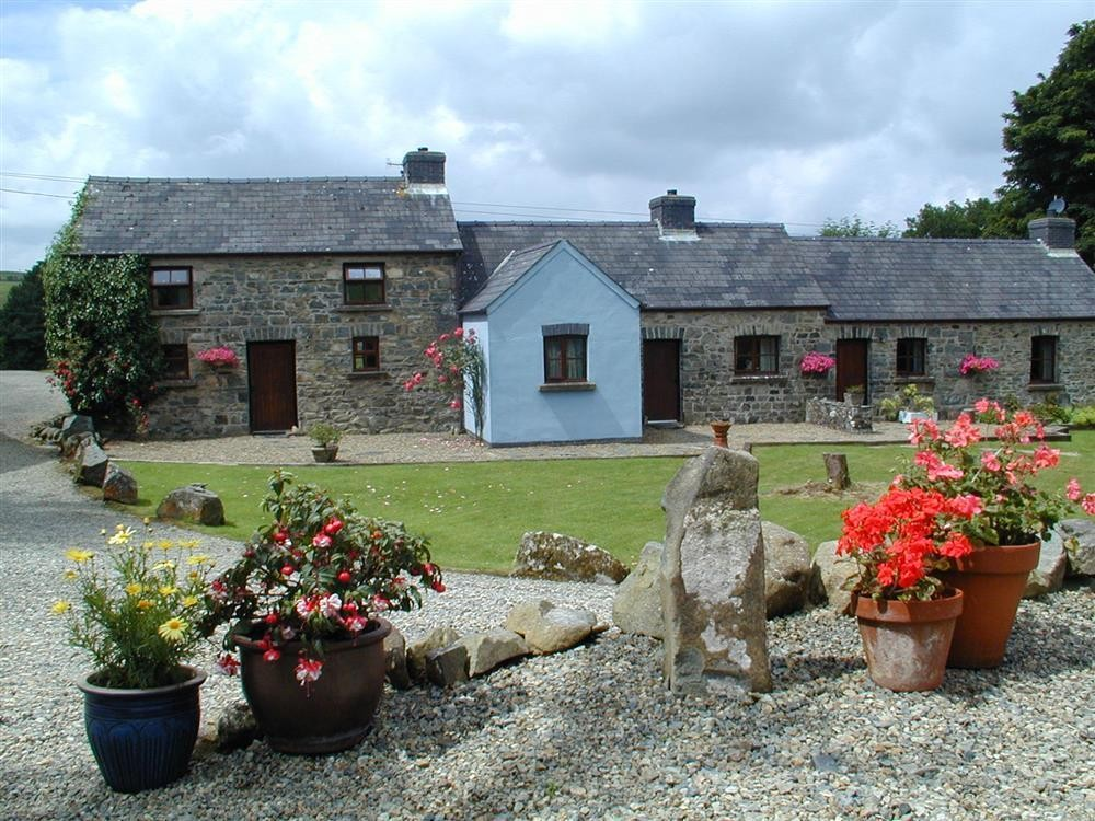 Garn Holiday Cottages at Llanychaer
