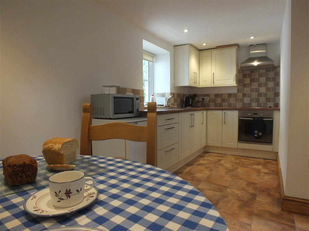 Studio cottage for two above Cwm yr Eglwys and Pwllgwaelod beaches  Sleeps: 2  Property Ref: 2141