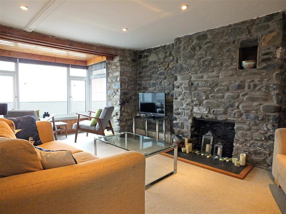 Sea front cottage in Borth - Cardigan Bay - Sleeps 5 - Ref 2170
