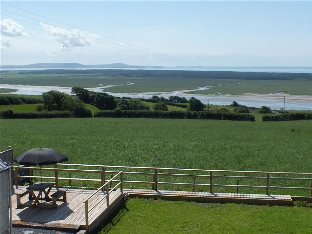 Sea view bungalow - Ferryside & Kidwelly - Sleeps 8 - Ref 2109