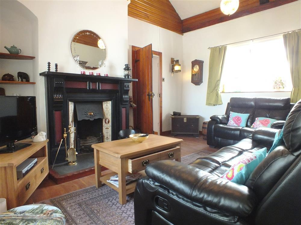 Detached Cottage - near Rhosneigr and Bryngwran - Sleeps 6 - Ref 2130