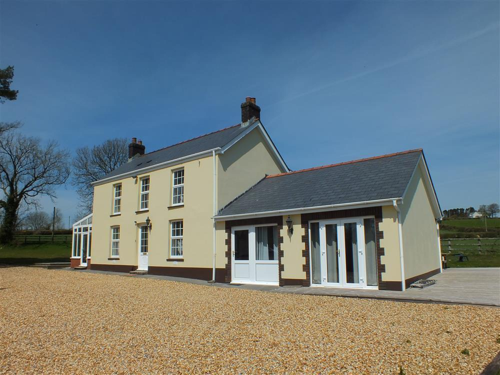 Detached House in an acre of grounds on edge of Preseli Hills - Sleeps 10 - Ref 535