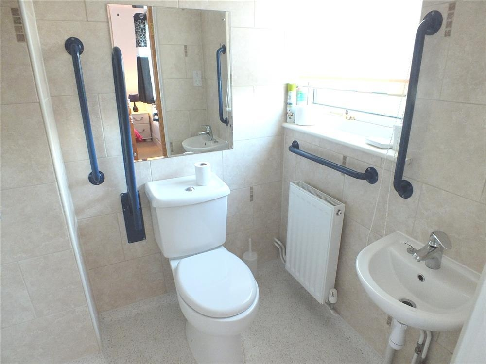 535-14-downstairs disabled shower room