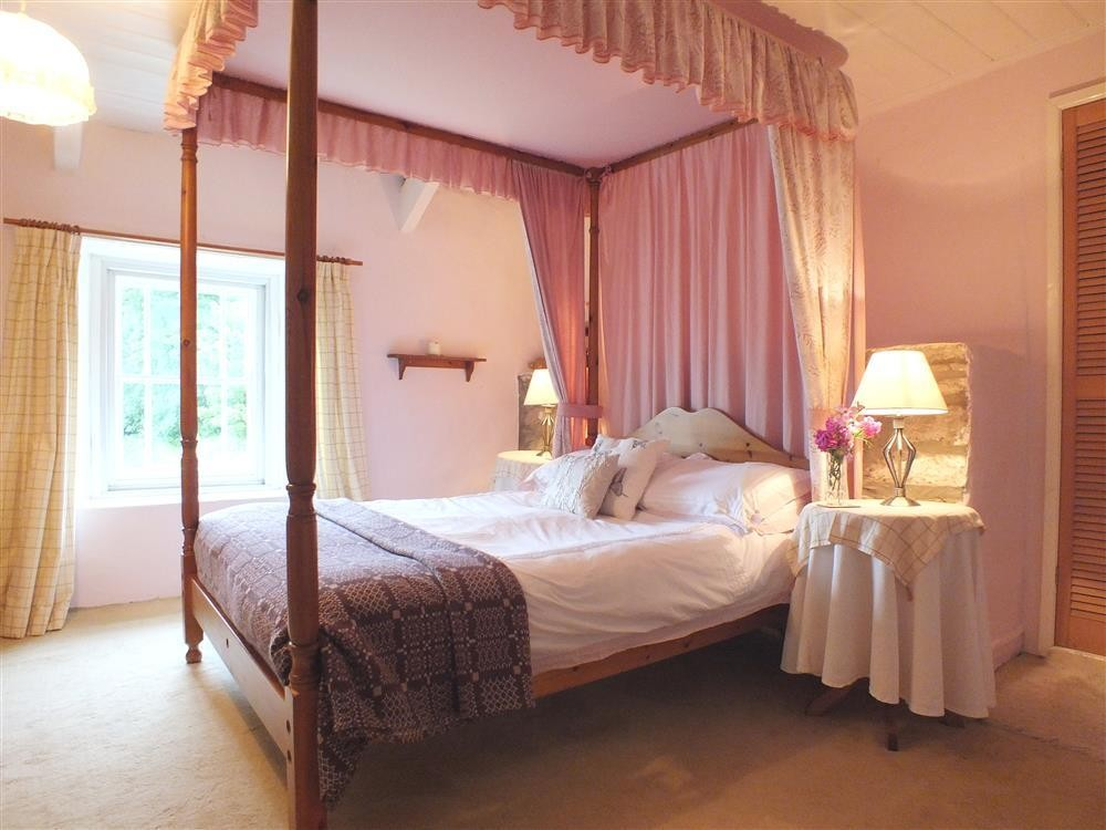 101-5-fourposter bed2