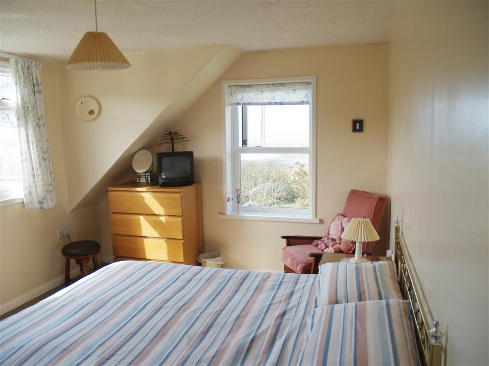 185-6-Double bedroom