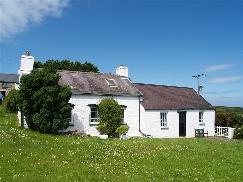 Whitewashed cottage with sea views - Poppit Sands - near St Dogmaels - Sleeps 4 - Ref 381