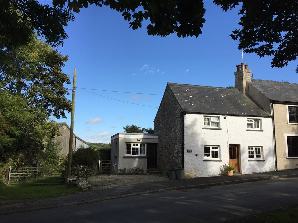 Limewashed cottage situated on a quiet country lane near Strumble Head  Sleeps: 4  Property Ref: 579