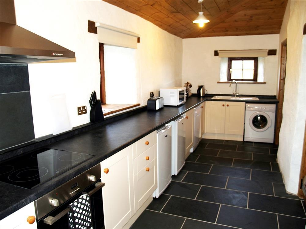 Photograph of 539-2-kitchen