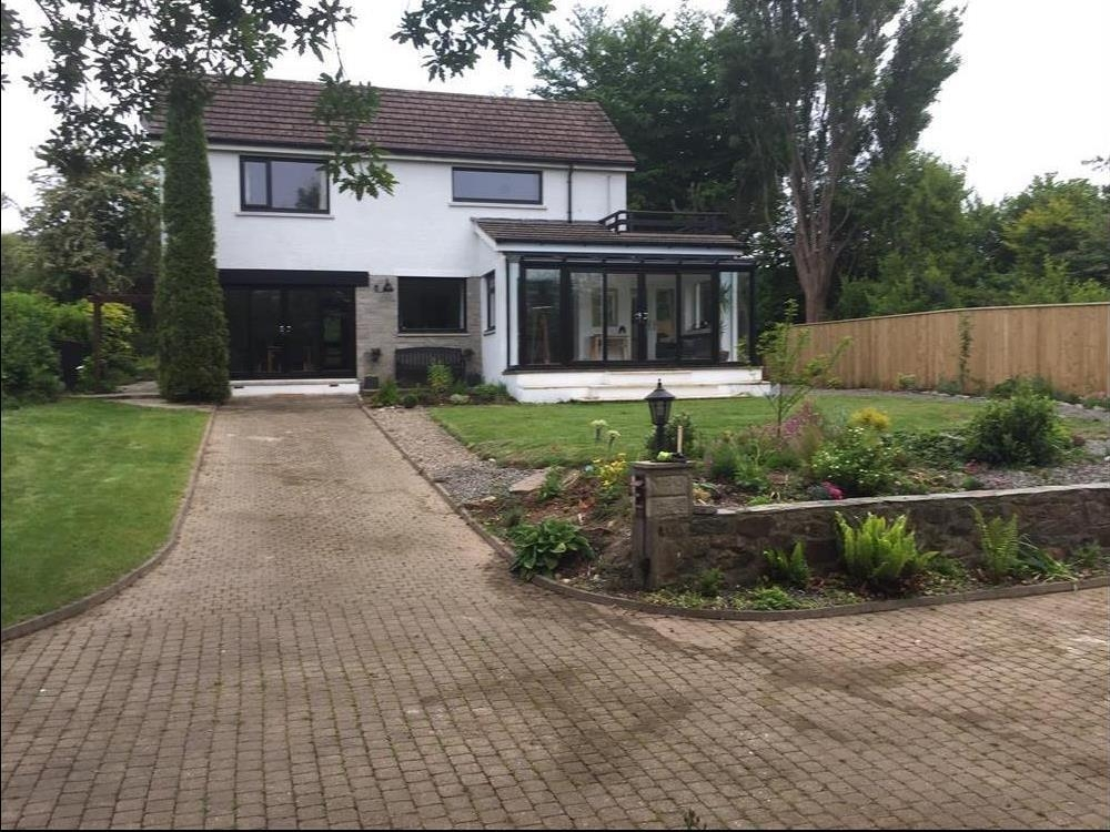 Stylish detached house - Newport - Sleeps 9 - Ref 2201