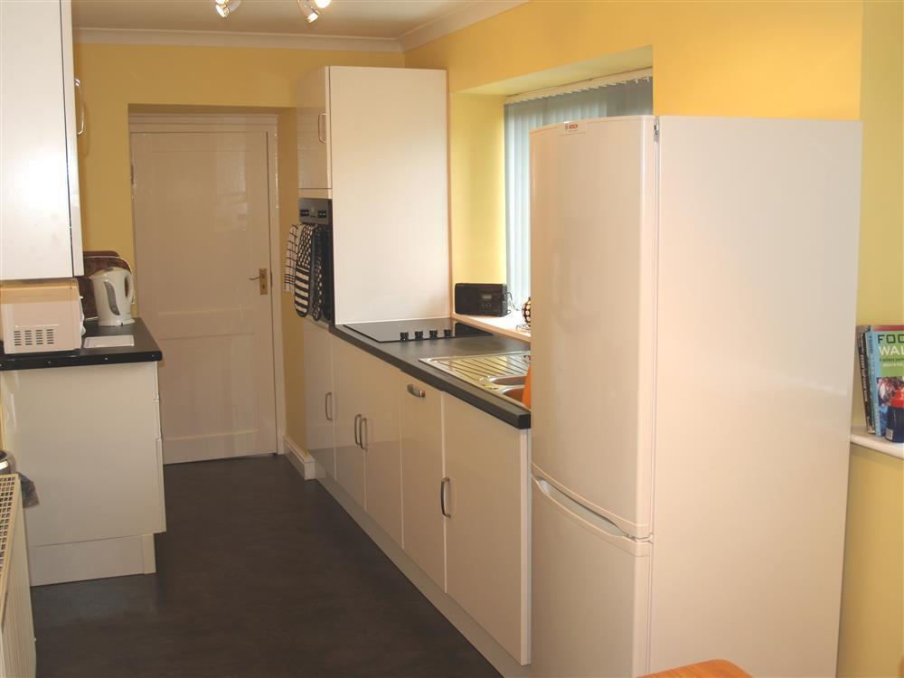 Photograph of 519-4-Kitchen2