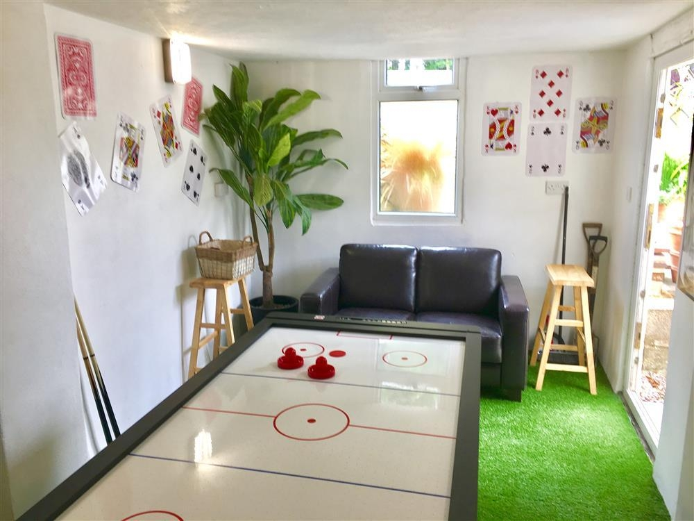 2209-8-Games Room