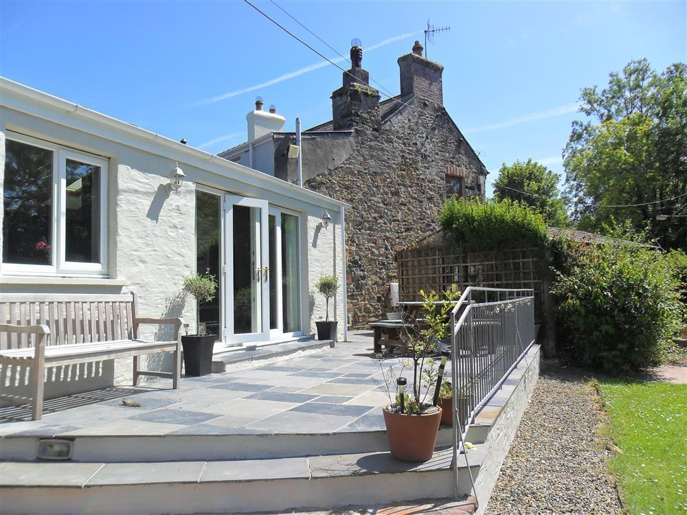 Deceptively large stone house in a quiet location overlooking a village green - Sleeps 8 - Ref 2134
