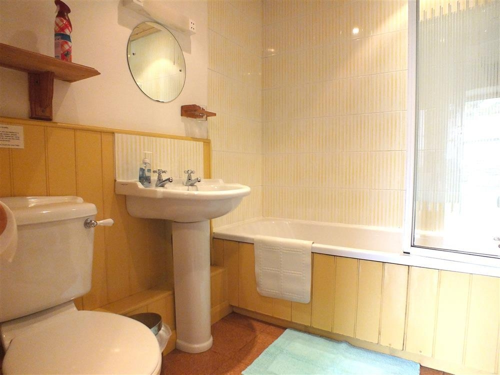 Photograph of 2140-8-bathroom