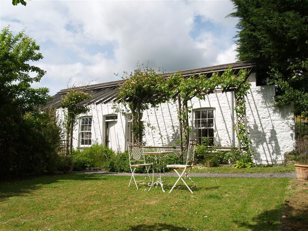 Garden Cottage with indoor heated pool - Llanmill - near Narberth  Sleeps: 2  Property Ref: 651