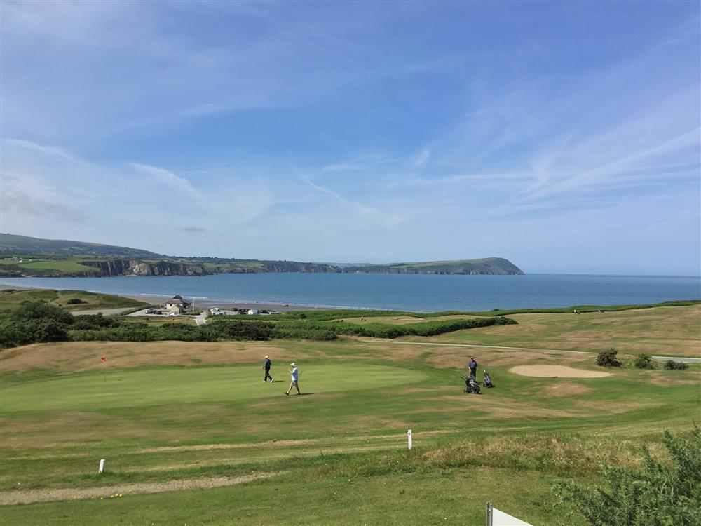 Golf club apartment with stunning sea views of Newport Bay and Dinas Head - Sleeps 4 - Ref 2222