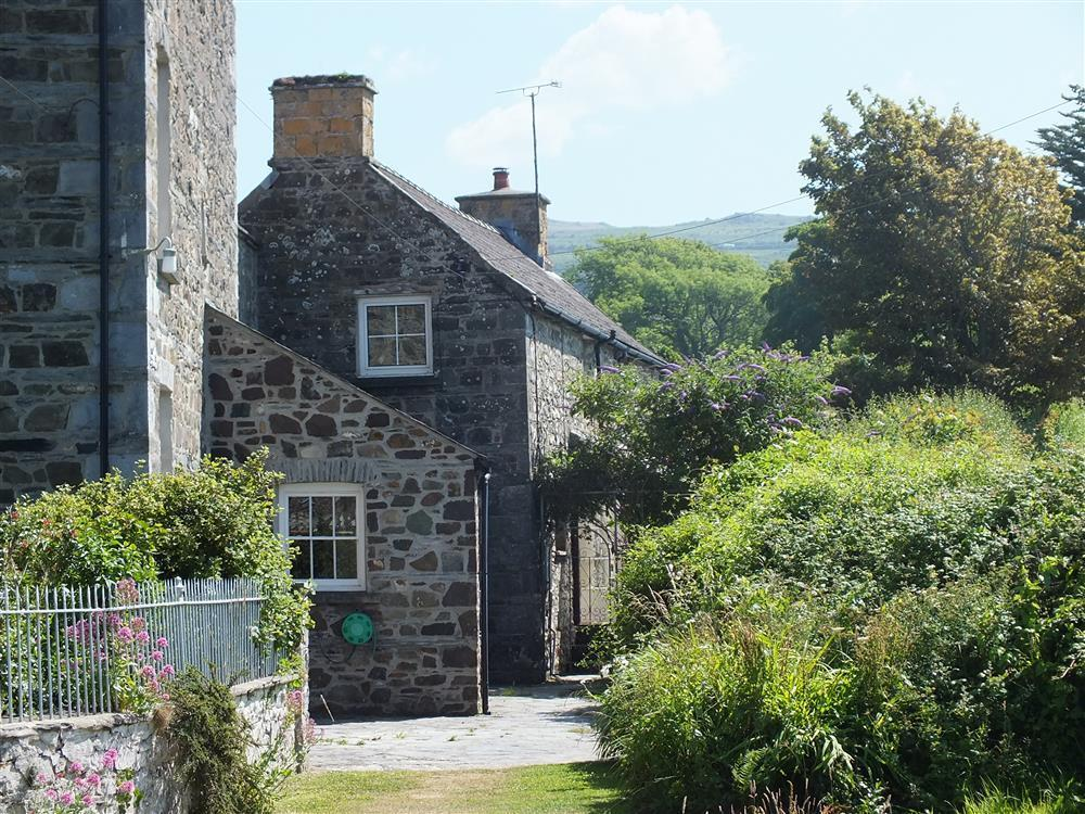 Sea view cottage some at Parrog beach and near Boat Club - Sleeps 5 - Ref 414