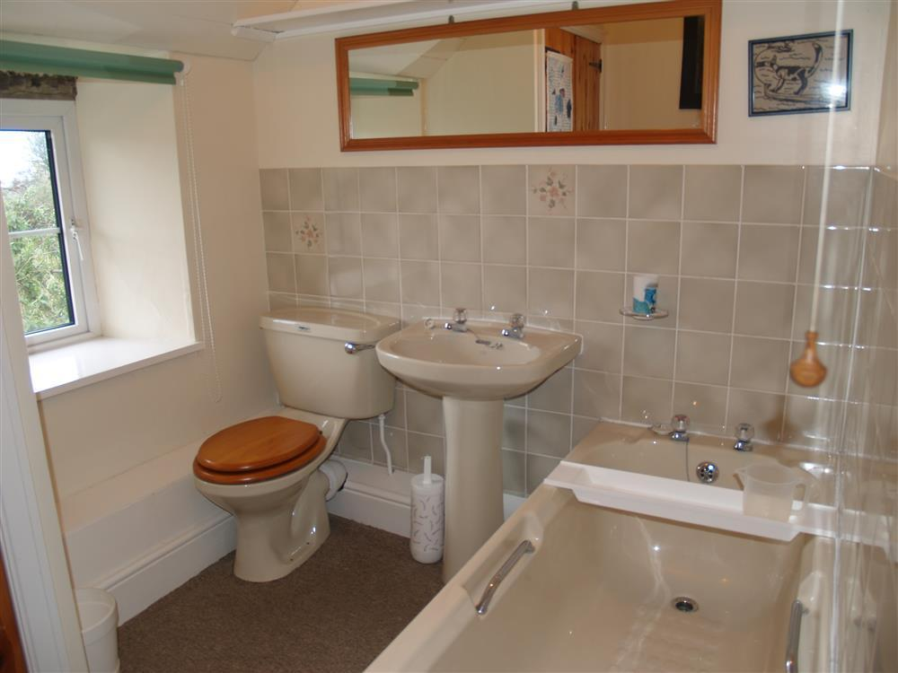 Photograph of 414-7-Bathroom
