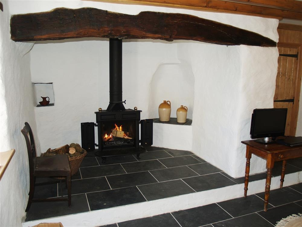 Photograph of 538-1-Fireplace