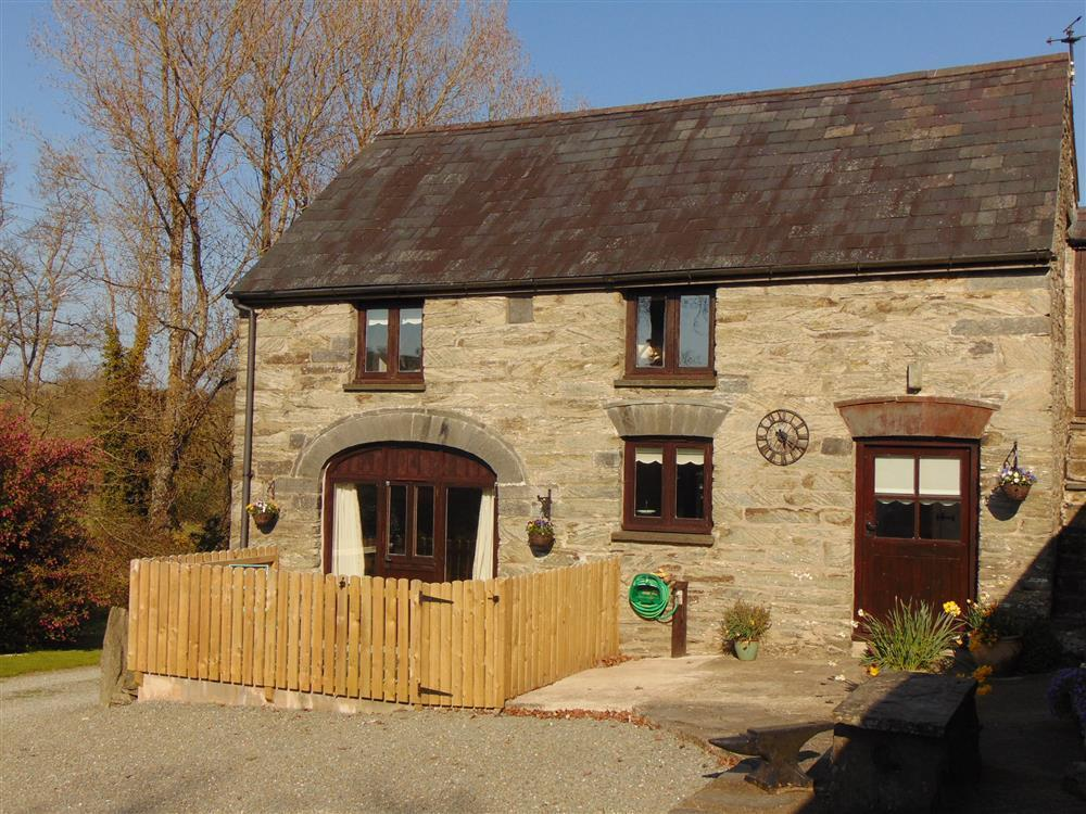 Converted farm byre tucked away in a secluded setting at the end of farm track  Sleeps: 2  Property Ref: 2136