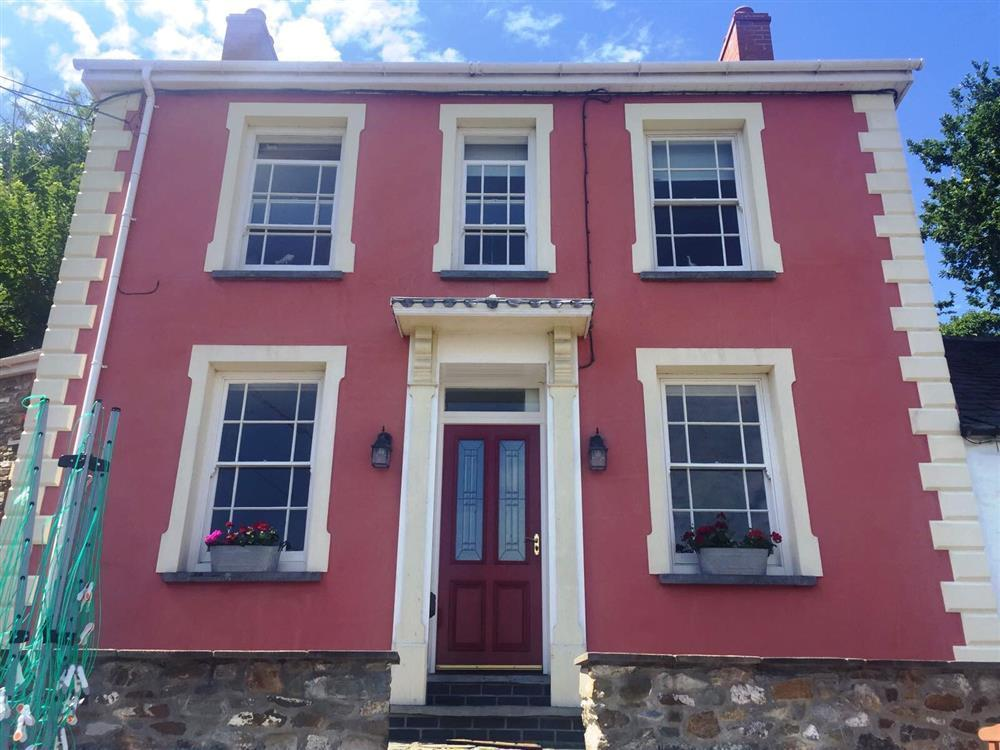 Attractive Victorian house offering upside down living with views of Teifi Estuary - Sleeps 4 - Ref 2221