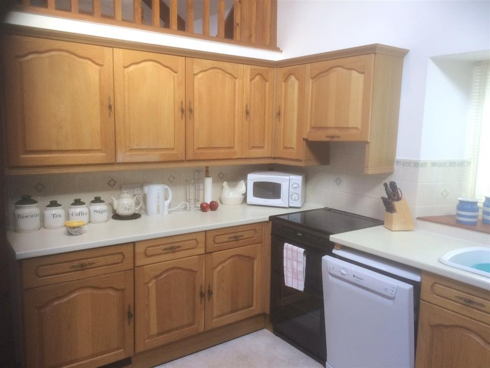 Photograph of 2131-4-kitchen