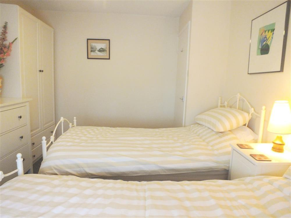 Photograph of 579-6-Twin bedroom