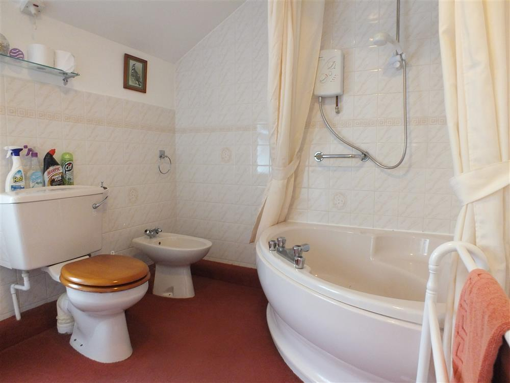 Photograph of 358-4-downstairs bathroom