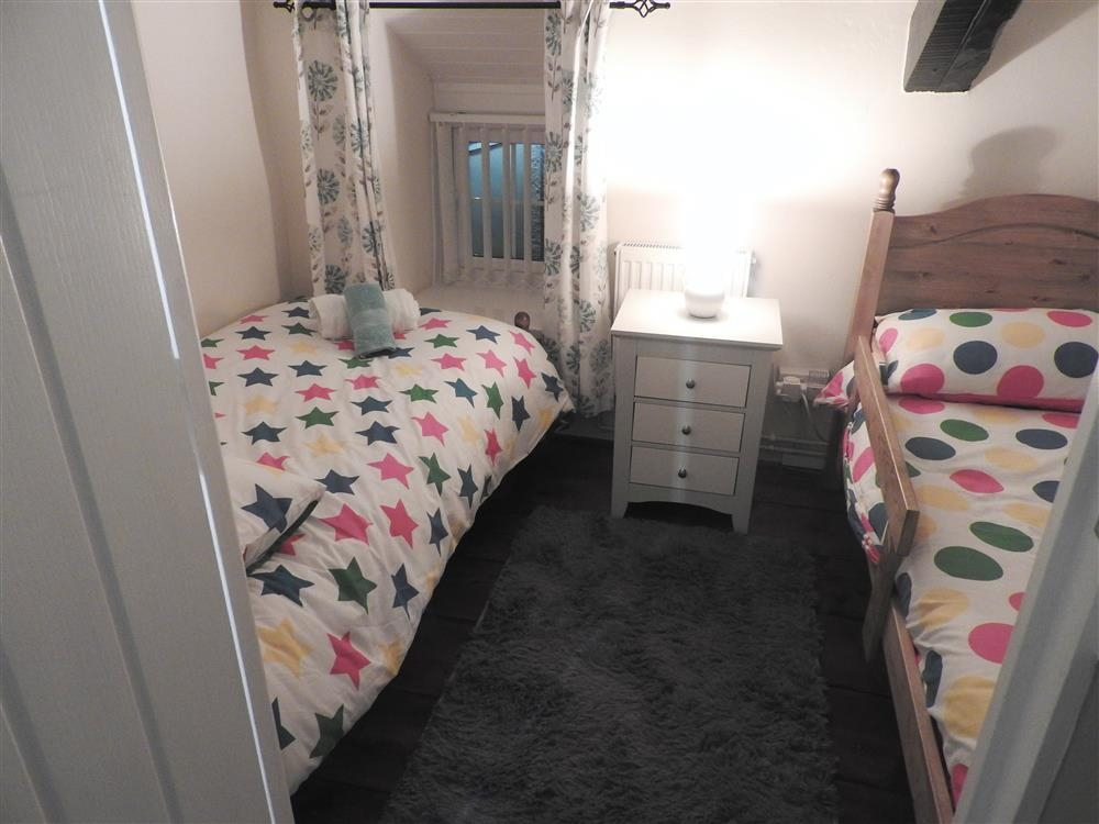 Photograph of 2228-4-twin bedroom1