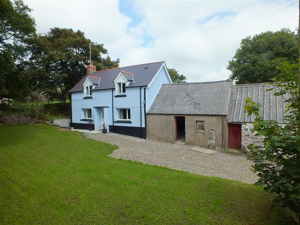Secluded Cottage on a hillside surrounded by farmland - Sleeps 6 - Ref 2112