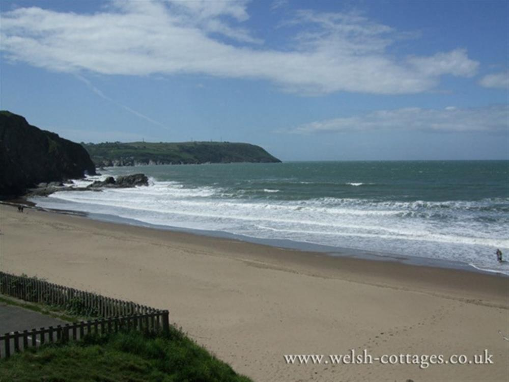 Photograph of 488-1-tresaith beach