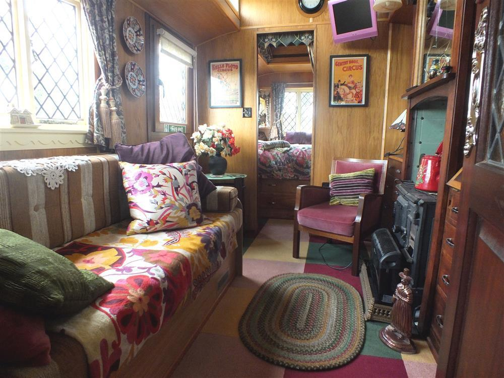 2153-1-Circus wagon sitting room