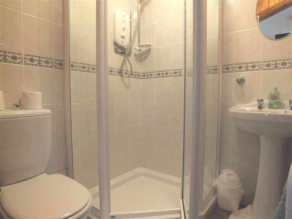 710-5-en-suite shower room