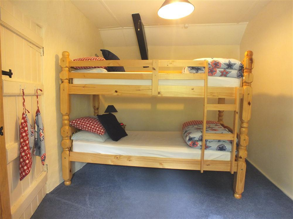 Photograph of 516-7-bunkbeds