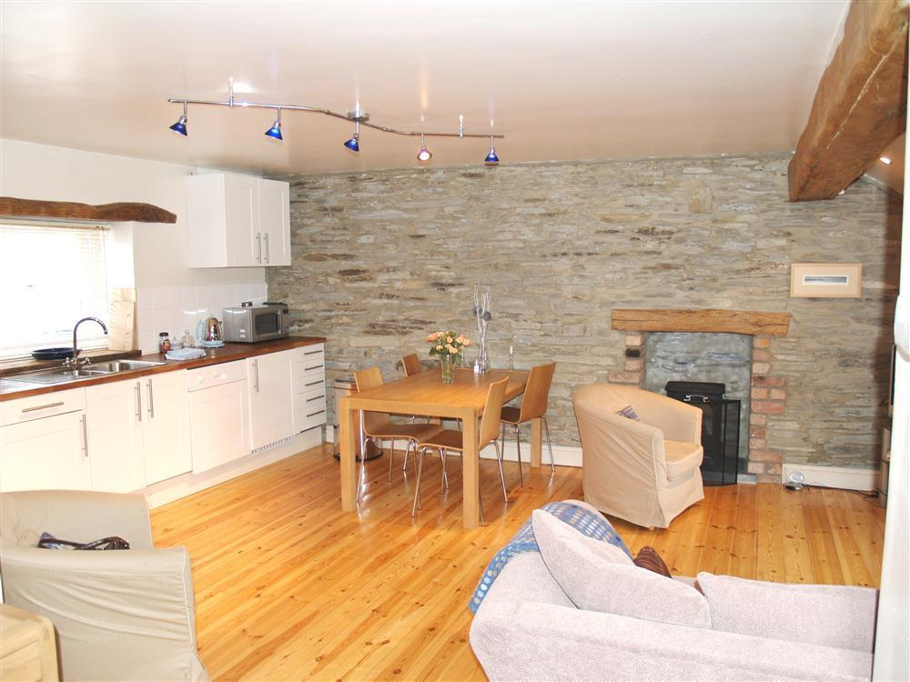 880-2-Open Plan - Living Kitchen and Dining Area