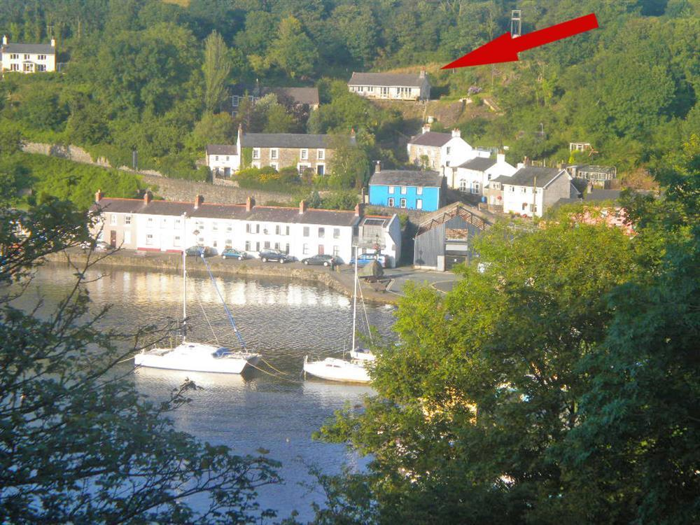 Cottage with views over picturesque Lower Town Harbour at Fishguard - Sleeps 5 - Ref 2067