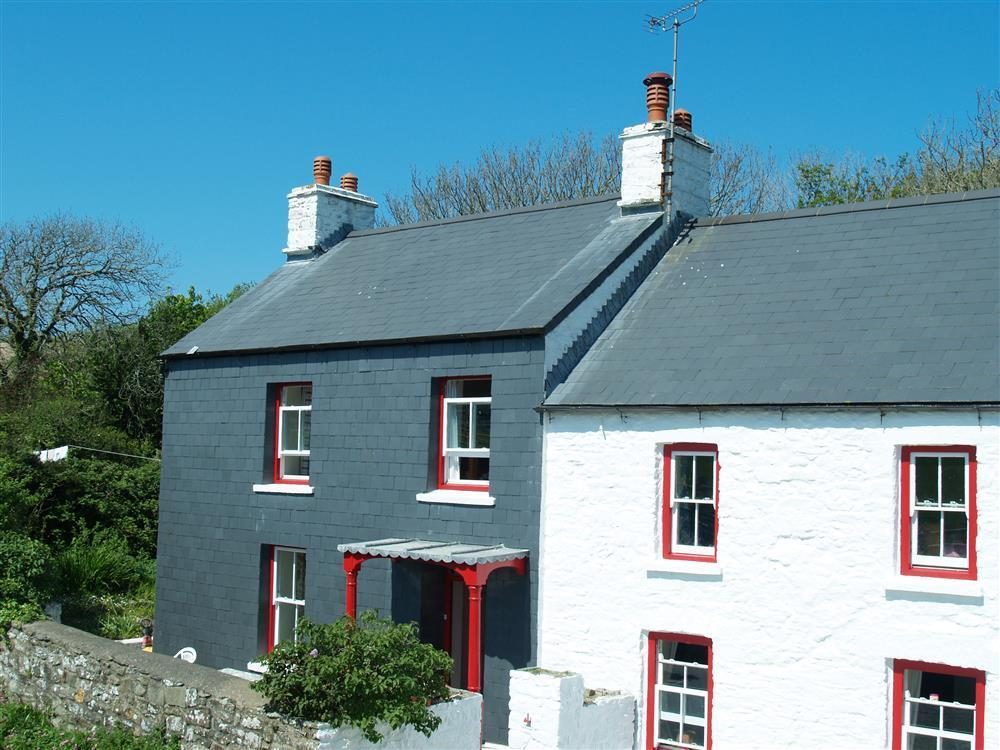 Small Farmhouse on Dinas Island, walking distance to two bays  Sleeps: 4  Property Ref: 404
