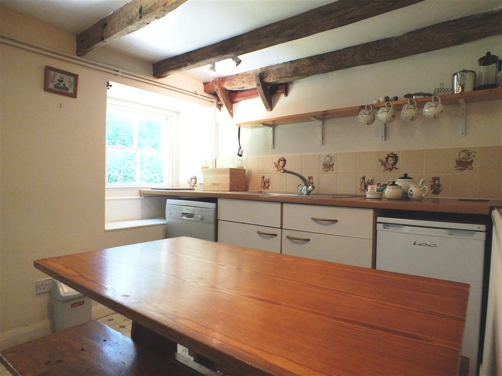 Photograph of 404-2-Kitchen2
