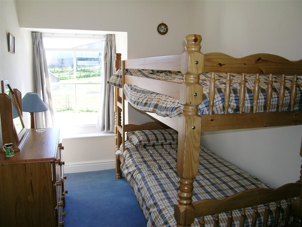 Photograph of 404-4-Bunk Bedroom